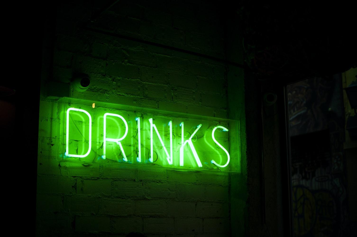 Zo kunt u iemand met een alcoholverslaving helpen
